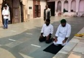 Who offered Prayers in Mathura Temple ?