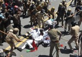 Lathi charge on SP workers in Lucknow, demanding t