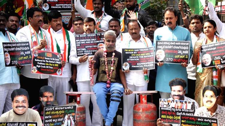 Congress protest against the increased price of cy