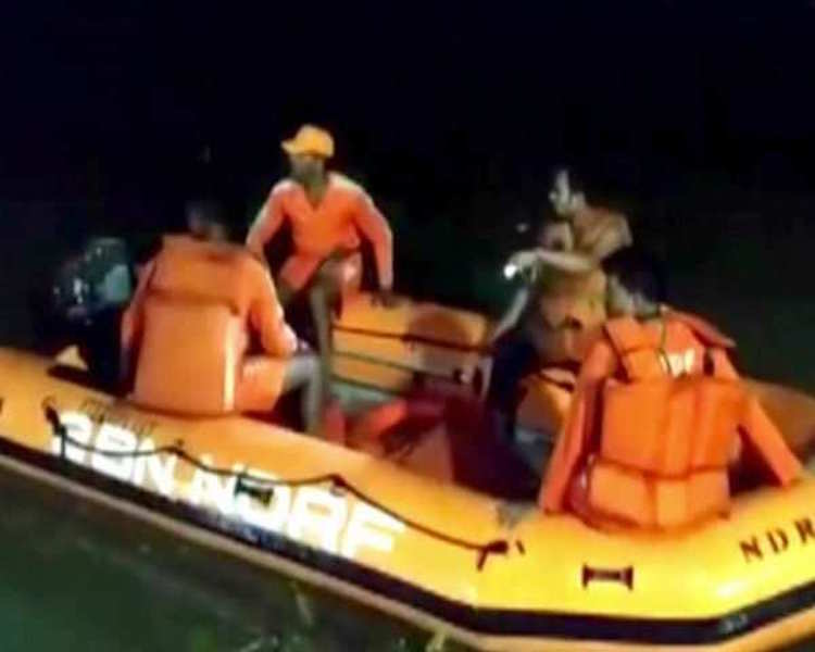 West Bengal: Two dead, 7 still missing after boat