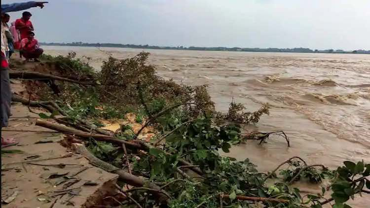 Flood Threat Looms As Rivers In Spate In Bihar & A