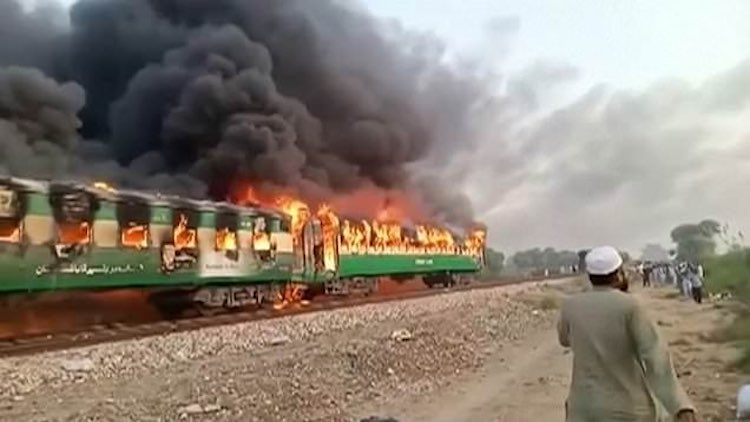 Pakistan: 73 killed, train fire due to cylinder ex