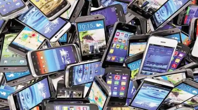 Two crore mobile phones robbed from truck on Andhr