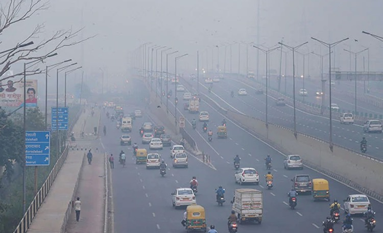 Wind again in Delhi NCR, AQI crosses 400