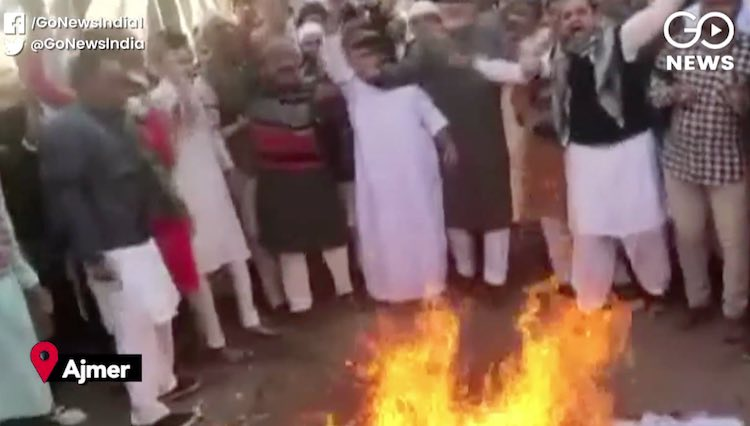The effigy of the Diwan of Ajmer Dargah was burnt,