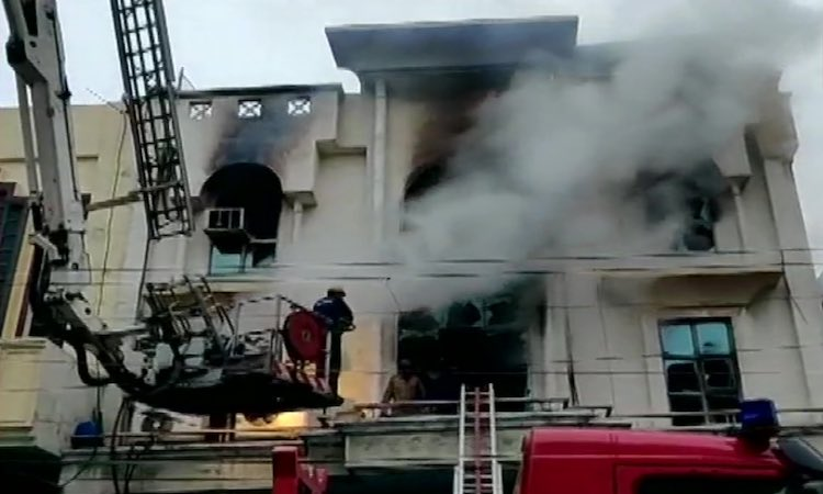 Continuation of fire in Delhi, 1 killed due to fir