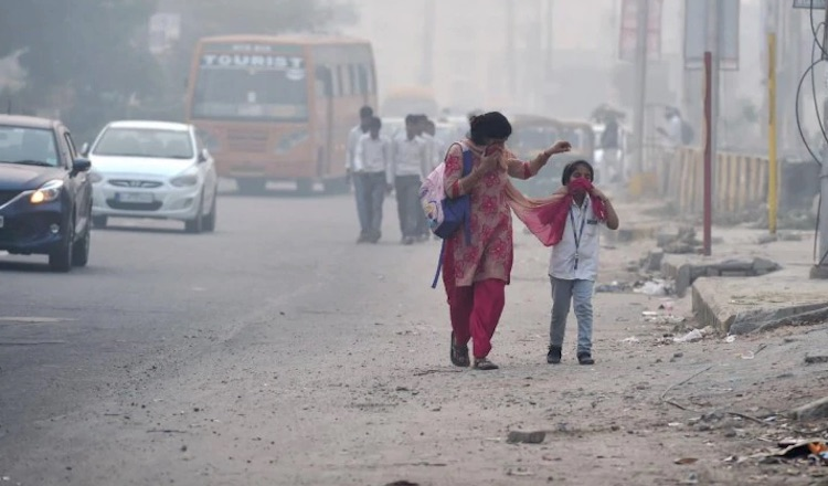 Public health emergency declared in Delhi, all sch