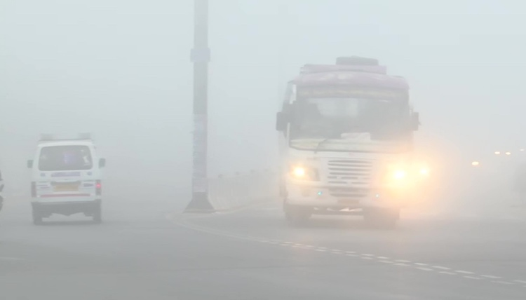 Fog engulfs North India, colder with snowfall in m