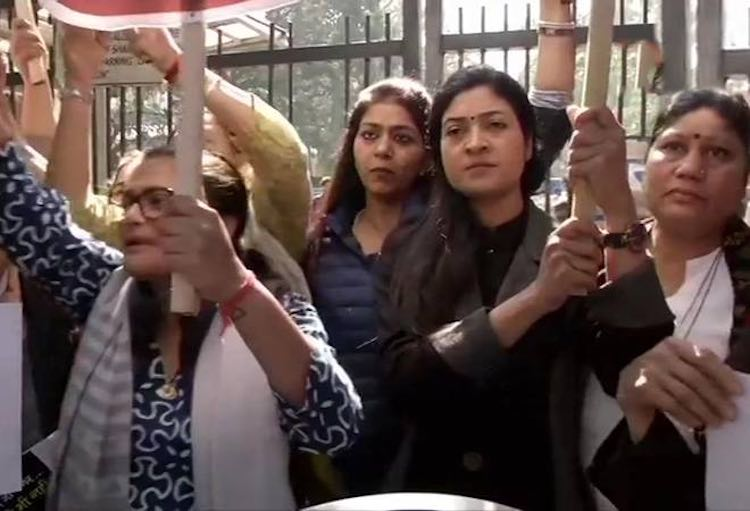 Inflation hit: Women congress entered into petrole