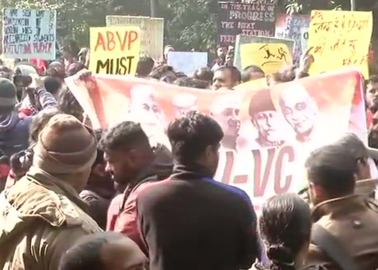 LIVE: JNU students protest against fee hike