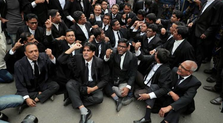 COP VS LAWYER: LAWYERS CONTINUE WITH THEIR STRIKE