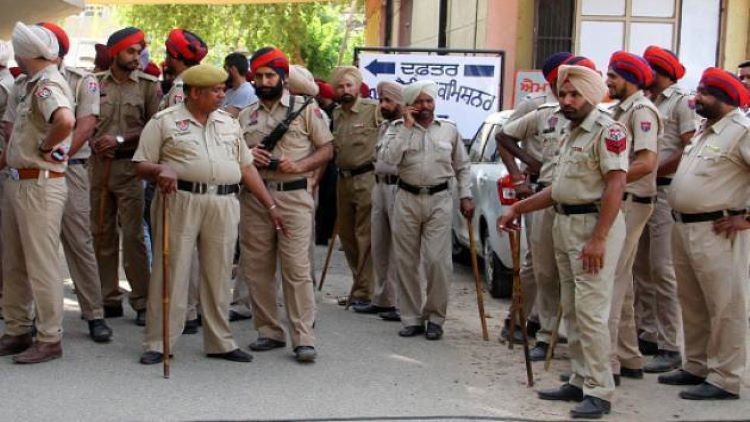 Punjab Cop's Hand Chopped Off By 'Nihang Sikhs' De