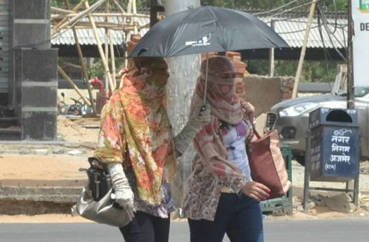 Mercury in Delhi crossing 45 degrees, scorching 10