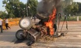 Tractor blows at India Gate against agricultural b