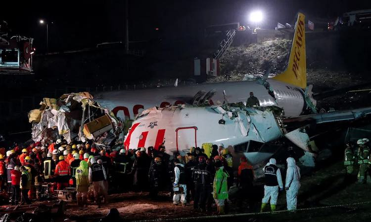 3 died  by passenger plane sliding in Istanbul, Tu