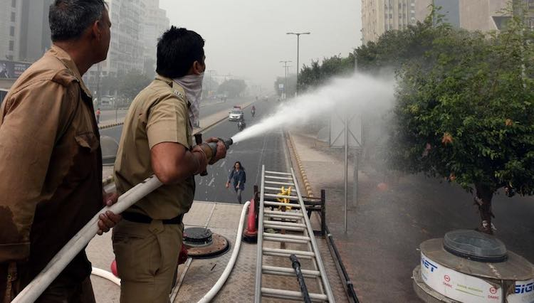 Five lakh liters of water sprayed for pollution in